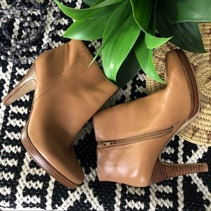 Nine West Leather Tan Bootie Size 5.5M